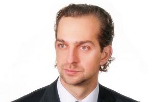 <b>Wojciech Napiórkowski dyrektor w Bridgepoint<br> <br> Myślimy o wzroście</b><br> <br> Ciągle jesteśmy na początku, a nie na końcu procesu inwestycyjnego w spółce CTL. Widzimy nadal duże pole do poprawy efektywności wewnątrz organizacji, jak i możliwości konsolidacji polskiego rynku kolejowego. Kryzys na rynku przewozów oraz ogólna recesja sprawiły, że większość operatorów i ich właścicieli może być skłonna do rozmów na temat sprzedaży. W najbliższym czasie nie planujemy sprzedawać akcji CTL, ciągle widząc olbrzymi potencjał jej wzrostu.<br> <br> Bardzo ciekawie zaczyna się rysować perspektywa oferty publicznej na GPW w Warszawie, gdzie pozyskane środki mogłyby zostać przeznaczone na dalszy szybki rozwój spółki. Biorąc pod uwagę strategiczną pozycję CTL na polskim rynku przewozowym, nie wykluczamy również zainteresowania tą spółką ze strony inwestorów branżowych bądź funduszy infrastrukturalnych.<br>