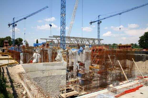 Podsumowano liczbę rozstrzygniętych przetargów w branży budowlanej