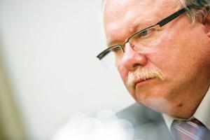 Andrzej Zielaskowski, dyrektor handlowy Centrum Energetyki PCC Rokita, postrzega bariery w dostępie do rynku hurtowego dla odbiorców końcowych jako narzędzia obrony interesów spółek obrotu detalicznego.