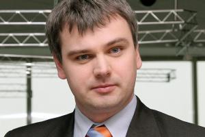 - W branży stalowej pojawiają się już co prawda symptomy poprawy koniunktury - zauważa Wojciech Lasoń, specjalista z Coface Poland - jednak w żaden sposób nie przekłada się to na poprawę dyscypliny płatniczej, a przede wszystkim na zmniejszenie liczby zleceń windykacyjnych wobec tego sektora.