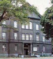 PTK Holding SA przeprowadził pełną renowację elewacji budynku. Wymieniono także stolarkę okienną, odnowiono gabinety oraz sale konferencyjne oraz odnowiono dach i przebudowano poddasza w celu wykorzystania na pomieszczenia biurowe.