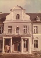 W 1999 roku w zarządzie Ery powstała koncepcja zagospodarowania pałacu jako hotelu wysokiej klasy. Prace adaptacyjne trwały cztery lata.