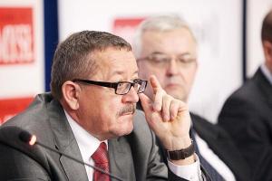 - Może dojdzie do połączenia niektórych podmiotów, aby uprościć zarządzanie i by struktura grupy była bardziej czytelna dla inwestorów - wyjaśnia Marian Kostempski, prezes zarządu spółki Kopex SA.