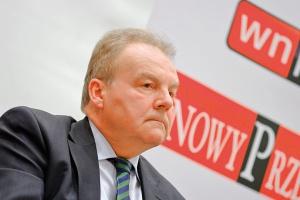 <b>Andrzej Malinowski<br> Prezydent konfederacji Pracodawców Polskich<br><br>  Zmieńmy świadomość</b><br><br>  Rozwiązanie przyszłych problemów demografcznych to bardzo ważne wyzwanie. Obliczono, że stosunek okresu płacenia składek do okresu nieskładkowego powinien być w proporcji 3:1. Inaczej - 45 lat składki i 15 lat korzystania z niej. Niestety, nie jesteśmy do tego ani przygotowani, ani przyzwyczajeni. Co więcej, różnego rodzaju zabiegi finansowe, które rządy - ten i poprzednie -próbowały robić, w jakiś sposób obalały te rozsądne proporcje. Emerytura jest przywilejem, a praca obowiązkiem. I jeśli tego nie zrozumiemy, jeśli nie zmienimy tego w świadomości społeczeństwa, to praktycznie wszelkie działania będą nieskuteczne.