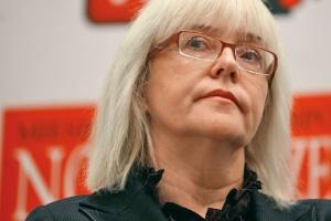 <b>Elżbieta Starakiewicz<br> dyrektor ds. energetyki w IBM Polska<br><br>  Niewidzialna ręka państwa</b><br><br>  Rodzi się coraz większe przeświadczenie, że odpowiedzialność za nowe technologie, za innowacyjność w ogóle, powinny być mocniej motywowane i zachęcane ze strony państwa. W energetyce, w sprawie inteligentnych sieci, zbyt dużo odpowiedzialności przekłada się na spółki dystrybucyjne, a czasem nawet na klienta... W niewielkim stopniu chce w tym uczestniczyć państwo, a chodzi o działania i narzędzia zachęcające do innowacyjności, do wdrażania nowych technologii.