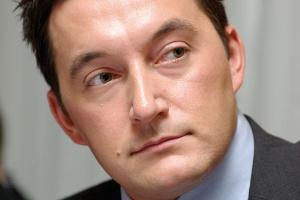 - Koleje niemieckie będą z pewnością prowadzić akwizycje na naszym rynku - twierdzi Adrian Furgalski z Zespołu Doradców Gospodarczych TOR. - Zmianę jakościową może przynieść przejęcie CTL, bowiem należy się liczyć z bliską sprzedażą głównego pakietu akcji przez dominującego właściciela.