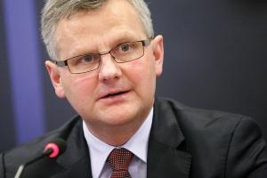 Minister skarbu Aleksander Grad nie traktuje fiaska prywatyzacji ZAK-u i ZAT-u jako porażki i zapewnia, że decyzja o zaniechaniu sprzedaży nie oznacza całkowitej rezygnacji z planów prywatyzacyjnych.