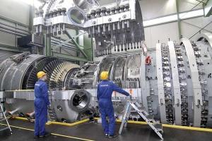 Wyposażenie współczesnej elektrowni (turbina, generator) to koszty większe niż prace budowlane. Ta część inwestycyjnego tortu należy jednak do światowych potentatów.