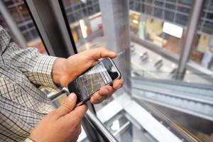 - Biznes będzie w dalszym ciągu szukał szybkich łączy do internetu z  gwarancjami dostępności. Znaczenie będą miały również usługi z otoczenia  internetu, jak hosting stron www, poczty e-mail na serwerach operatora,  kolokacja serwerów wraz z dostępem do sieci internet pod usługi e-commerce  - prognozuje Maciej Solicki z Telefonii Dialog.