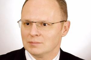 <b>Marek Żołubowski<br> prezes zarządu Grupy Polska Stal</b><br><br>  Inwestycje to podstawa Rok 2010 był zdecydowanie lepszy od ubiegłego. Spodziewamy się przychodów powyżej 700 mln złotych. To rekord w historii firmy. Rynek uległ znaczącej poprawie. Banki i instytucje finansujące zmieniły dość ostrożną politykę w stosunku do sektora stalowego. Pomogło nam także to, że działamy w grupie 11 silnych i stabilnych finansowo podmiotów. Nawet w czasie dekoniunktury prowadziliśmy inwestycje. Spółka Odmet zainwestowała w linię do cięcia poprzecznego blach gorącowalcowanych. Z kolei w Ekoinstalu uruchomiono maszynę do wypalania laserowego i linię do cięcia blach gorącowalcowanych. W Tesko Steel zainstalowano nowoczesną linię do cięcia wzdłużnego blach zimno- i gorącowalcowanych oraz ocynków, natomiast w spółkach Odmet i Staler otwarto zbrojarnie.