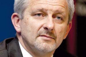 - Zarządy obu firm (Konsorcjum Stali i firmy Bowim) nie zdołały wypracować wspólnej strategii na najbliższe lata - twierdzi Robert Wojdyna, prezes zarządu Konsorcjum Stali SA. Okazało się, że dzieli je zbyt dużo...