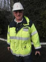 Kierownikiem budowy części jądrowej na Olkiluoto 3 przez 2,5 roku był Zbigniew Wiegner (obecnie pracuje w dyrekcji budownictwa specjalistycznego Warbudu). Z branżą budowlaną Wiegner jest związany od ponad 30 lat. W tym czasie pracował m.in. przy budowie hut w Afryce i drapaczy chmur w Moskwie. W drugiej połowie ubiegłej dekady był też kierownikiem budowy - z ramienia firmy Alstom - nowego bloku Elektrowni Łagisza w Będzinie.