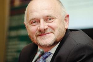 Stanisław Tokarski, prezes Południowego Koncernu Energetycznego, obawia się, że do planu inwestycyjnego nie będzie mógł zaliczyć inwestycji w elektrownię, którą buduje obok starej elektrowni, ale której nie wyłączy na drugi dzień po oddaniu nowej...