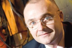 - Prezes Bernhard jest solidnym fachowcem - mówi Przemysław Sztuczkowski, prezes zarządu Złomreksu. - Przy tym jest ostrożny, daleki od pójścia va banque.