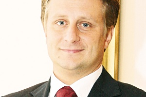 - Sektorami najintensywniej inwestującymi w IT były bankowość, telekomunikacja, część przemysłu. Mamy nadzieję na coraz większy udział sektora publicznego w zakupach technologii IT - mówi Krzysztof Szubert z BCC.