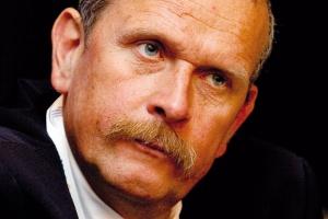 <b>Andrzej Ciepiela, dyrektor Polskiej Unii Dystrybutorów Stali</b> - Sposób realizacji polityki ukierunkowanej na wypromowanie Europy na lidera w walce z emisją gazów na świecie musi budzić wiele kontrowersji.