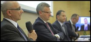 20 czerwca odbyło się w Katowicach spotkanie w ramach cyklu debat w 49 miastach w całej Polsce o programie Akcjonariatu Obywatelskiego, który jest realizowany przez Ministerstwo Skarbu Państwa wraz z partnerami merytorycznymi -Giełdą Papierów Wartościowych, Krajowym Depozytem Papierów Wartościowych, Stowarzyszeniem Inwestorów Indywidualnych oraz Izbą Domów Maklerskich. W katowickim spotkaniu poza Aleksandrem Gradem udział wzięli również Dariusz Lubera, prezes Tauron Polska Energia, Mirosław Taras, prezes Lubelskiego Węgla Bogdanka oraz Jarosław Zagórowski, prezes Jastrzębskiej Spółki Węglowej.  (Fot. Andrzej Wawok)