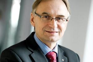 <b>Jacek Piekacz<br> prezes Vattenfall Poland</b><br><br> - Władze samorządowe powinny dotrzeć do właścicieli lokalnych ciepłowni i elektrociepłowni z informacją, że nie będą one mogły funkcjonować, jeśli nie spełnią norm przewidzianych w dyrektywie ETS.