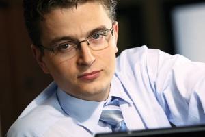<b>Michał Górecko<br> dyrektor ds. sprzedaży i współpracy z klientami BPSC</b> <br><br>  Wyraźnie widzimy rosnące znaczenie rozwiązań integrujących oprogramowanie klasy ERP/MRPII z automatyką przemysłową. Sporą szansę na status najpopularniejszego rozwiązania dla sfery produkcyjnej mają rozwiązania typu MES, zapewniające zwrot kompleksowej informacji o realizacji zleceń produkcyjnych wprost z urządzeń je realizujących. <br><br>  Oczywiście pełne wykorzystanie takiego oprogramowania zapewnia zintegrowanie go z kompleksowym systemem ERP.
