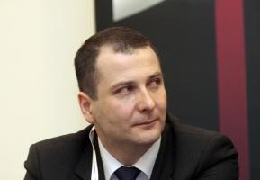 Płynność rynku w ciągu ostatniego roku, po wprowadzeniu tzw. obliga giełdowego, istotnie się zwiększyła, nie ma problemu z dostępnością energii, jak to było tuż po wejściu obliga w życie - ocenia sytuację na hurtowym rynku energii w Polsce Krzysztof Bonk, dyrektor ds. hurtowego obrotu energią elektryczną w Alpiq Energy SE Spółka europejska Oddział w Polsce