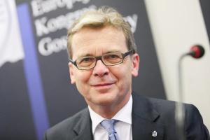 <b>Jarosław Myjak<br> wiceprezes PKO BP</b><br><br> - Rodzime przedsiębiorstwa i samorządy mogą mieć w nadchodzących miesiącach znacznie bardziej utrudniony dostęp do finansowania.