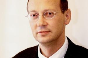 <b>Zbigniew Swoczyna<br> Oracle Polska </b><br><br>  - Najbardziej zabójcze dla danych jest silne pole magnetyczne. Również wystawienie na agresywne środowisko naszych serwerów sprawi, że szybko i nieodwołalnie odmówią posłuszeństwa.
