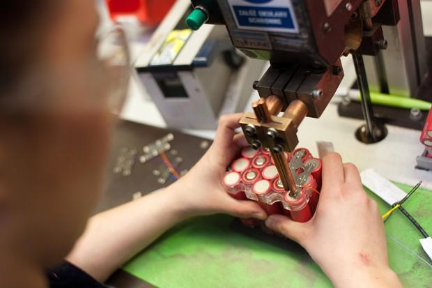 Ceny litu gwałtownie rosną, producenci baterii się martwią