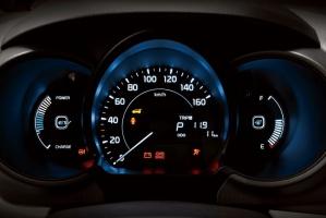 Zestaw wskaźników na desce rozdzielczej Ray EV obejmuje pierwszy w samochodzie tego typu system precyzyjnej nawigacji, pokazujący punkty normalnego i szybkiego ładowania znajdujące się w aktualnym zasięgu jazdy / foto: Kia