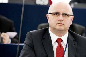 <b>Bogdan Marcinkiewicz, europoseł</b><br /><br /> - Gaz łupkowy może stanowić uzupełnienie europejskich zasobów gazu konwencjonalnego. <br /><br />  Nie widzę powodu, dla którego na tak wczesnym etapie mamy z tego źródła energii rezygnować.
