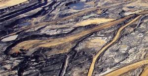 Rys. 3. Fragment odkrywkowej kopalni piasków bitumicznych w kanadyjskiej prowincji Alberta. Źródło: Jiri Rezac/ AgenturVisum