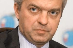 Zgodnie z wcześniejszymi zapowiedziami, PKN Orlen zamierza znacząco zwiększyć nakłady inwestycyjne na poszukiwanie gazu łupkowego. - W obecnej strategii zapisano na ten cel 700 mln zł. W tej chwili mogę powiedzieć, że będzie to kilka razy więcej. Szczegóły przedstawione zostaną we wrześniu w aktualizacji naszej strategii - zapowiedział Jacek Krawiec, prezes PKN Orlen.