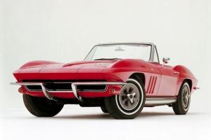 """Corvette z 1965 r. - takie i podobne, kolejne wozy dostawali """"na stan"""" m.in. amerykańscy astronauci / foto: GM"""