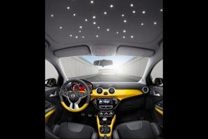 """Wyjątkowa LED'owa """"podsufitka"""" - rozgwieżdżone niebo / foto: Opel"""