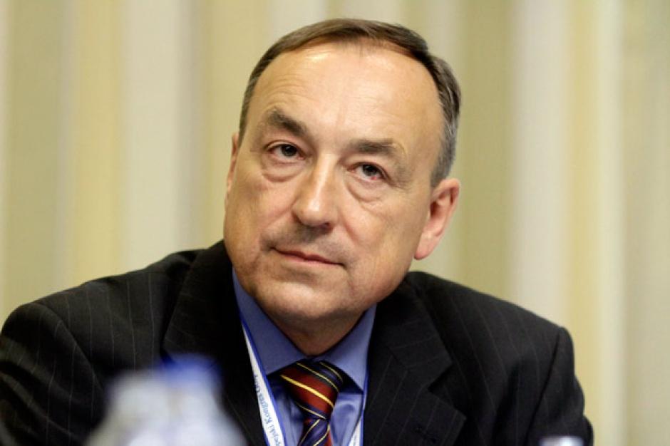 Leszek Waliszewski  prezes zarządu Fabryki Amortyzatorów Krosno     - Korzystamy z funduszy unijnych i podwajamy moce produkcyjne. Rozwijamy się nie tylko w Polsce, eksportujemy do Brazylii Meksyku, Turcji.