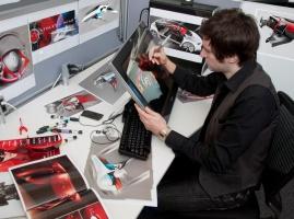 Designer przy pracy nad grafiką dla Nowego Clio, fot. © MOUNOURY, JeanChristophe Renault Design