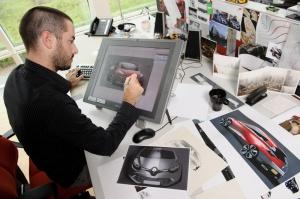 Designer przy pracy nad kształtem Nowego Clio, fot. © MOUNOURY, JeanChristophe Renault Design