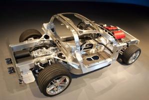 W modelu Corvette Z06 z 2006 roku zastosowano aluminiową konstrukcję podwozia, która jest znacznie lżejsza od stalowej. Taką samą konstrukcję posiada również Corvette ZR1 / foto: Chevrolet