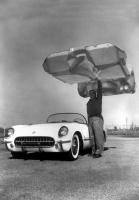 Corvette z 1953 roku była pierwszym samochodem produkcyjnym, w którym zastosowano nadwozie z włókna szklanego / foto: Chevrolet