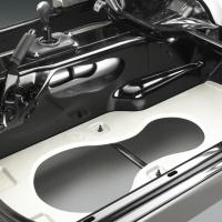 Podłogę C5 (1997-2004) oraz C6 (2005-2013) wykonano z kliku różnorodnych materiałowo warstw, m.in. z ultralekkiego drewna balsa / foto: Chevrolet