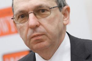 Prof. Tadeusz Skoczkowski z Instytutu Techniki Cieplnej Politechniki Warszawskiej uważa, że każdy kraj u siebie musi wdrożyć system białych certyfikatów w odmienny sposób. Nie ma jednego, uniwersalnego wzorca.
