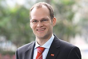 <b>Dirk Elvermann<br /> prezesa BASF Polska </b><br /><br />  - Wzrost liczby ludności na świecie i rosnące wraz z nim zapotrzebowanie na żywność, energię i mobilność obiecują dobre perspektywy rozwoju dla przemysłu chemicznego. Oczekujemy, że wzrost w produkcji chemicznej i produkcji przemysłowej wyniesie w 2012 roku 4,1 proc. w ujęciu globalnym. W ostatnich latach Polska osiągnęła dobre wyniki, mimo że średnie zużycie chemikaliów na osobę jest tu nadal około trzy razy niższe niż w Europie Zachodniej.