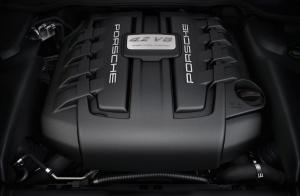 Pod maską Cayenne S może pracować taki widlasty, ośmiocylidrowy silnik wysokoprężny biturbo /foto: Porsche