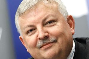 <b>Robert Agh<br /> prezes Ferony Polska</b><br /><br />  - Utrzymają się te spółki, które potrafią wynegocjować u producentów konkurencyjne ceny, oraz małe firmy, które będą w stanie zaspokoić zapotrzebowanie odbiorców detalicznych na rynkach regionalnych.