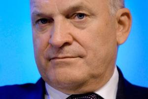 <b>Paweł Olechnowicz<br /> prezes zarządu Grupa Lotos </b><br /><br />  - Rozwój przemysłu w UE jest nie tylko możliwy, ale i konieczny. Tym bardziej że w globalnej gospodarce Unia powinna być supermocarstwem lokującym się w awangardzie postępu ekonomicznego. <br /><br />  Moje zdumienie i zaniepokojenie budzi pytanie, dlaczego ten proces toczy się tak wolno i nieśmiało. Jeszcze do niedawna Europa przewodziła światu. <br /><br />  Później przyhamowaliśmy, zaczęliśmy walczyć o drobiazgi, nie dostrzegając najważniejszego wspólnego celu. Jest nim wielka Europa - wielka mądrością, rozwojem nauki, nowoczesnością przemysłu, błyskotliwością kultury i powszechnością cywilizacji.