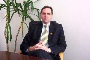 <b>Wojciech Rybka<br /> prezes zarządu Drozapolu</b><br /><br />  - Przygotowujemy środki na zakup kolejnych projektów w energetyce wiatrowej. W ich realizację zaangażowanych będzie kilka dużych banków.<br /><br />  Myśląc o zintensyfikowaniu i przyspieszeniu działania rozważamy możliwość wyemitowania obligacji.