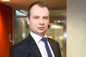 <b>Tomasz Pałka<br /> starszy menedżer w Deloitte </b><br /><br />  - Zmniejszenie się liczby produkowanych w Polsce samochodów jest zjawiskiem zdecydowanie negatywnym. Oznacza bowiem spadek eksportu i redukcję zatrudnienia. <br /><br />  Przyjmuje się, że likwidacja jednego miejsca pracy w montowni samochodów pociąga za sobą utratę 5-6 miejsc w sektorach związanych z motoryzacją.
