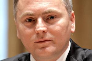 <b>Lech Witecki, szef GDDKiA</b>, podkreśla, że cena jest najbardziej wiarygodnym kryterium oceny ofert. Niewielu podziela jego pogląd...