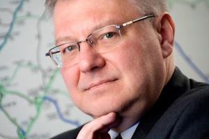 - Mamy taką skalę wyzwań w transporcie drogowym i kolejowym, że nie jesteśmy w stanie ponieść kosztów dodatkowych inwestycji w transporcie rzecznym - tłumaczy Maciej Jankowski, wiceminister transportu, budownictwa i gospodarki morskiej.