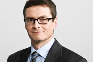 - Branża się broni. Ewentualny spadek wolumenu na rynku krajowym rekompensuje wzrost eksportu - tłumaczy Krzysztof Granicki, prezes Pilkington Polska.