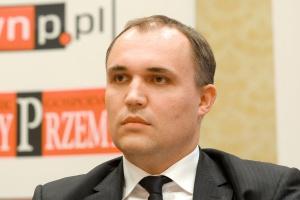 - Zainwestowaliśmy w Polsce w portfolio projektów 700 MW w energetyce wiatrowej i teraz przyglądamy się, w jakim kierunku idzie ustawa o OZE, bo dzisiaj nie jesteśmy w stanie tych projektów finansować - mówi Jaromir Pečonka, członek zarządu CEZ Polska.
